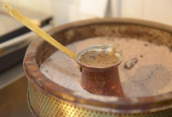 Coffee Cake priprema kafe u džezvi