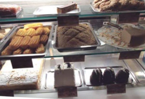 pelivan kolači vitrina